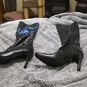 Soft leather heeled black boots, lightly worn